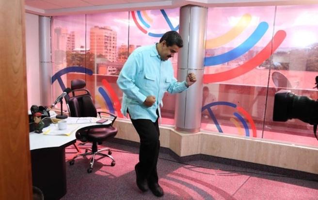 nicolas-maduro-baila-salsa-radio-miraflores-cnn